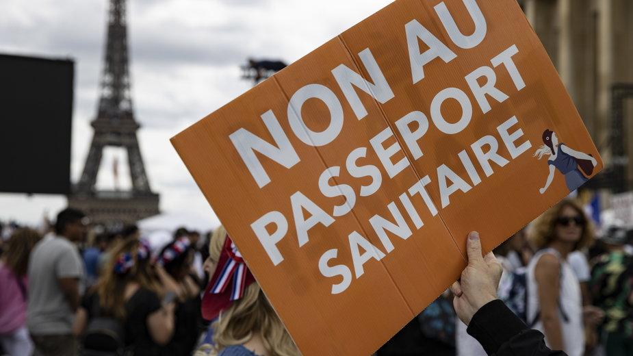 Francja: Protesty przeciwko paszportom sanitarnym. Doszło do starć z policją