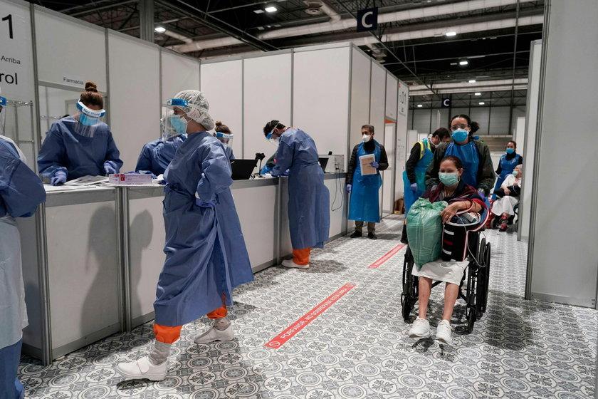 To oni najczęściej trafiają do szpitali z koronawirusem