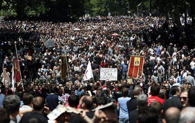 Nekoliko hiljada ljudi protestovalo je protiv LGBT prava