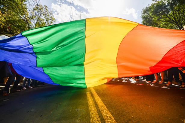 """Projekt zawiera zapis o tym, że Parlament Europejski """"ogłasza Unię Europejską strefą wolności LGBTIQ+""""."""