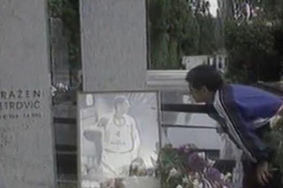 MISTERIJA KOJA JE TADA UZDRMALA BALKAN Maradona je posetio Draženov grob i odneo tačno 62 RUŽE, potom morao da OTKRIJE zbog čega /VIDEO/