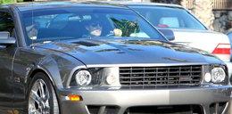 Cruise i Holmes! Lansują się w Mustangu