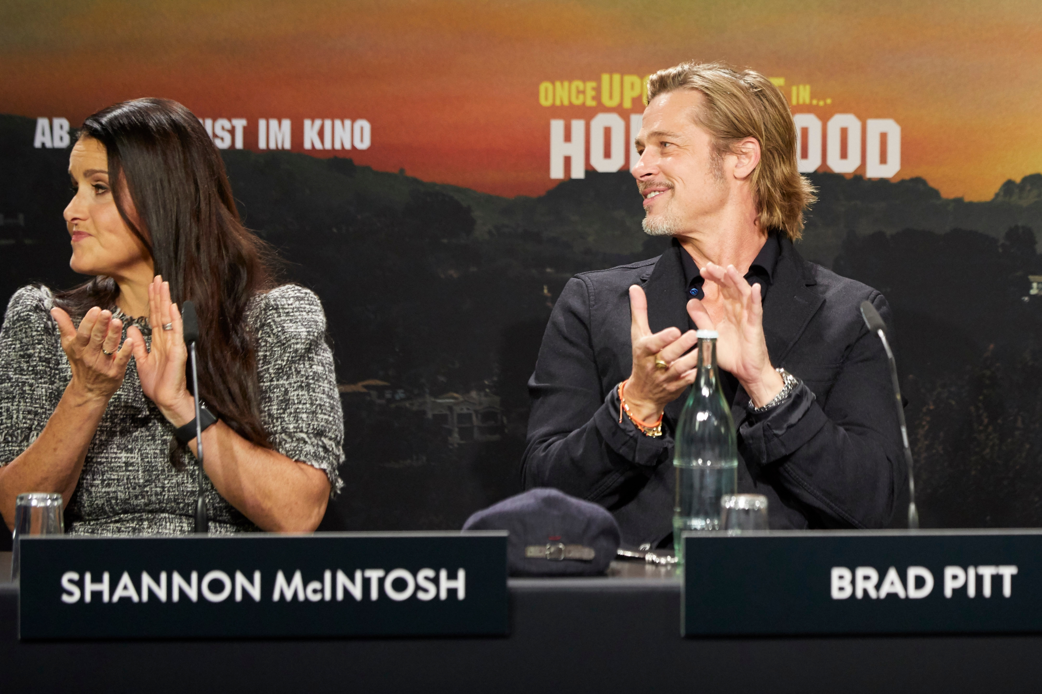 "Mit-Produzentin Shannon McIntosh und Brad Pitt bei der ""Once Upon a Time in Hollywood""-Pressekonferenz in Berlin"