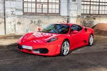Ferrari F430 kontra Ferrari F458 Italia Jastrząb kierowca II okrążenia TAAK_FKFJ2