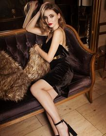 Fadd Sukienka aksamitna wieczorowa z biżuteryjnym łańcuszkiem midi