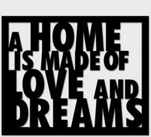 Napis A HOME IS MADE OF LOVE AND DREAMS