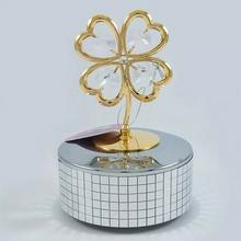 NA Złota pozytywka koniczynka z kryształkami swarovskiego + opcja grawer (122-0306H) 129.00