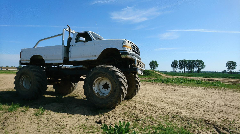 Jazda Monster Truck - Pasażer 10 minut 6759-uniw