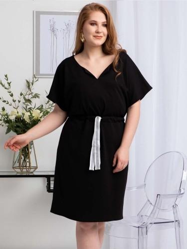 KARKO Sukienka mała czarna Plus Size wiązana w pasie RENIA czarna SA627
