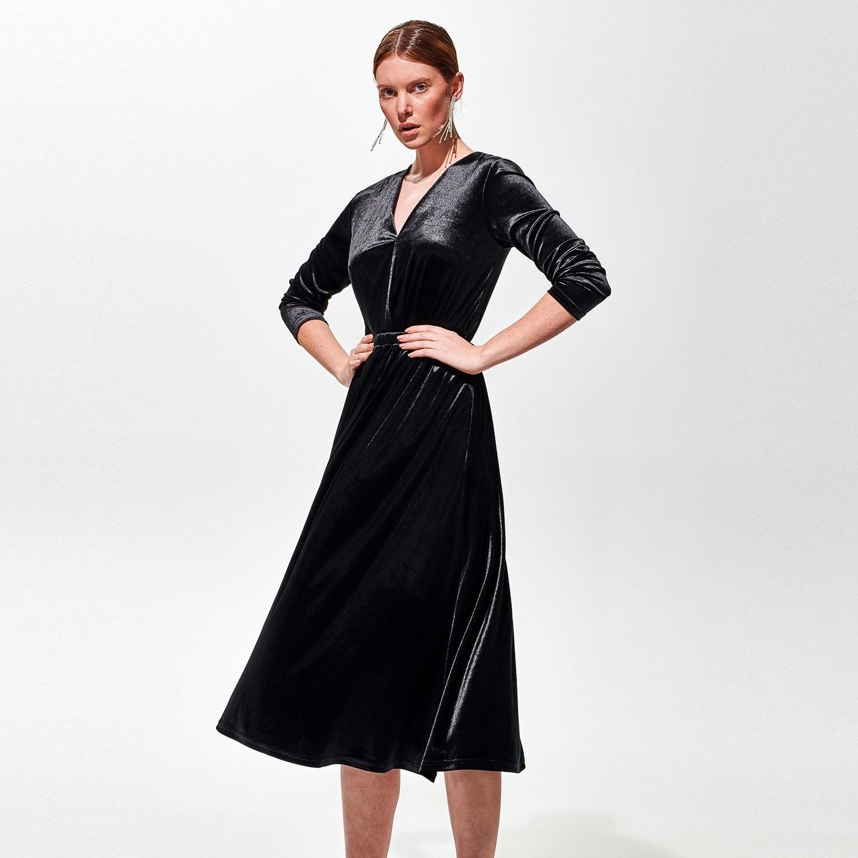 Reserved Welurowa sukienka midi - Czarny