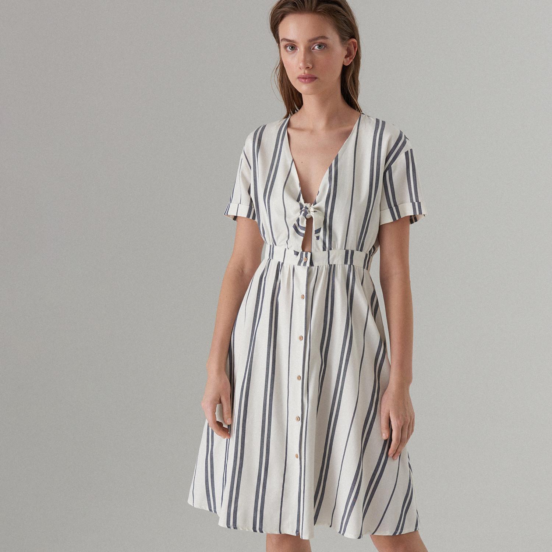 dd2ed30642 MOHITO Sukienka z węzłem przy dekolcie - Biały