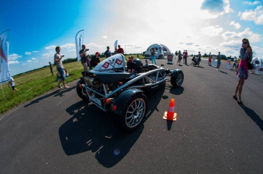 Jazda bolidem Ariel Atom kierowca Tor Wrocław Oleśnica 1 okrążenie