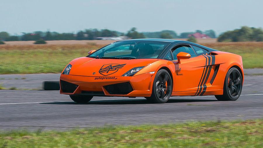 Jazda Lamborghini Gallardo i Nissan GTR kierowca Tor Kraków 2 okrążenia
