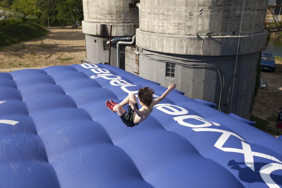 Skok na poduchę kaskaderską z 8 metrów Stunt Jump Warszawa 6 skoków dla 2 osób SFJ02_usunac_9c31e4