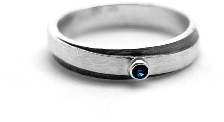Wierzbanowska Srebrny pierścionek z szafirem