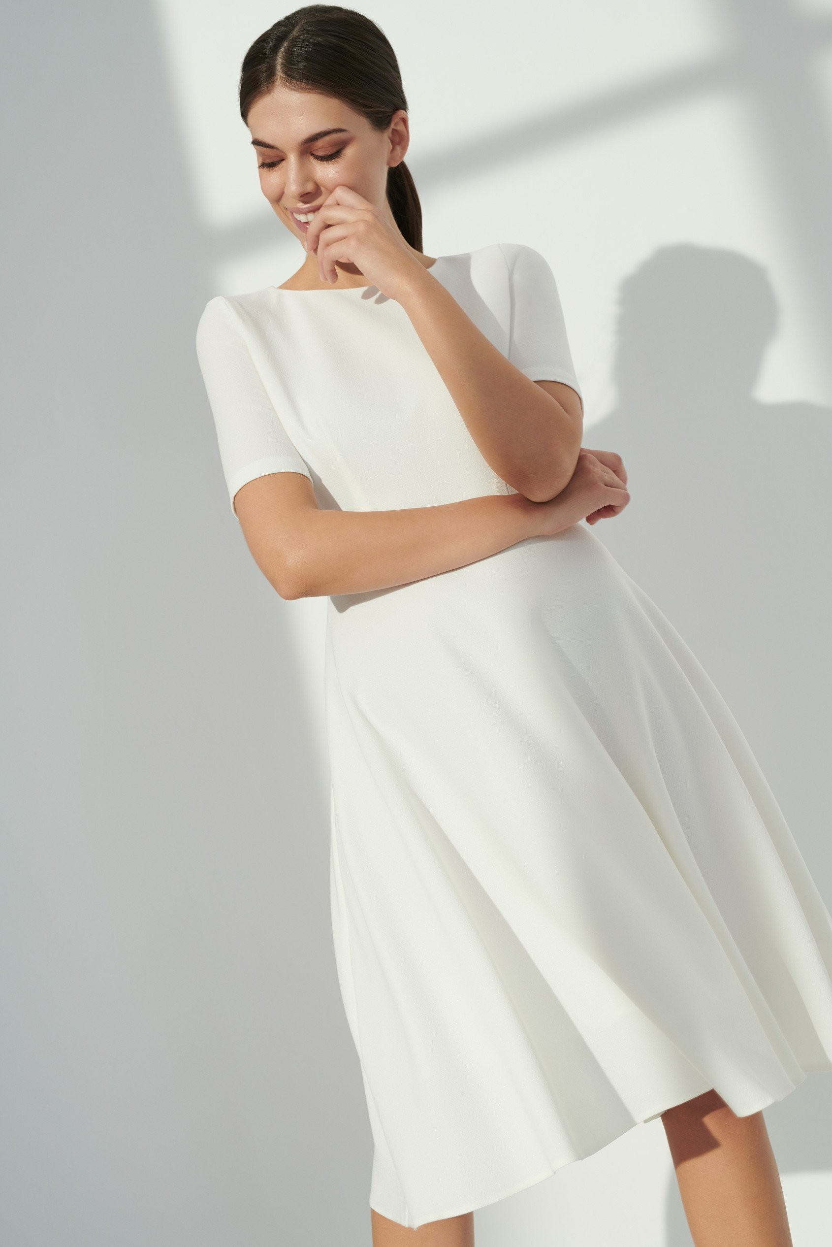 Greenpoint Rozkloszowana sukienka midi SUK533S19WHOFF