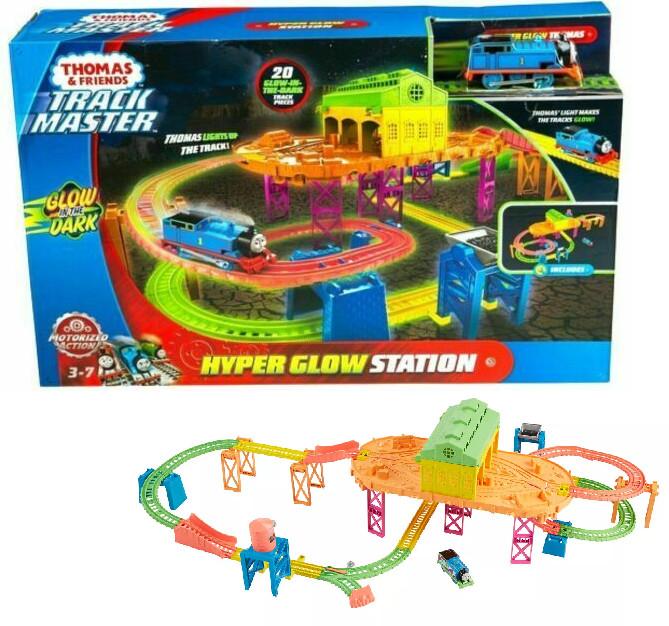 Tomek i Przyjaciele i Przyjaciele. FJL41 TrackMaster. Zestaw świecący, tor i lokomotywka