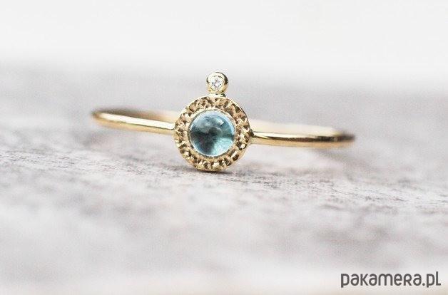 Skagen Niebieski topaz i brylant, pierścionek złoty