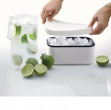 Lekue Forma Do Kostek Lodu Z Pojemnikiem Ice Box Biała