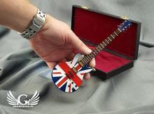 GRAWERNIA.PL Mini gitara elektryczna z futerałem - niebieska z flagą - model MGT