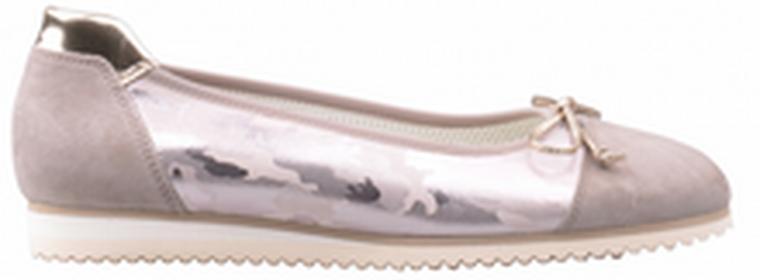 Gabor 43.100.12 43.100.12 to niezwykle lekki i wygodny model balerin. Buty w całości wykonane ze skóry, na zewnątrz zamsz, w środku bardzo miękka wkładka ze skóry naturalnej. Buty są bardzo do