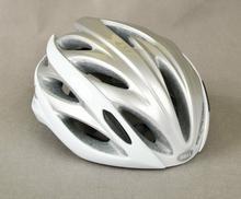 Bell OVERDRIVE kask rowerowy, srebrno-biały