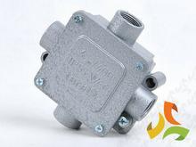 Tarel Puszka natynkowa metalowa 110x110 IP55 z zaciskami 013/TRL