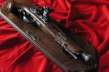 WŁOCHY TABLO Z FRANCUSKIM PistoletEM SKAŁKOWYM Z XVIIIw