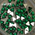 Ozdoby do paznocki akrylowe trójkąty cat15 szmaragd