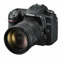 Nikon D7500 +18-200 VR