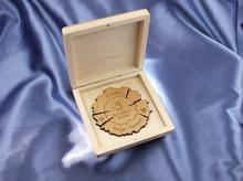 GRAWERNIA.PL Medal drewniany na 5 rocznicę ślubu (drewnianą) w kasecie z drewna