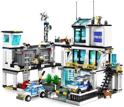 LEGO Posterunek policji 7744