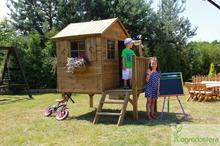 Ogrodosfera.pl Drewniany domek dla dzieci z tarasem Tommy RDXD-TOMEK03