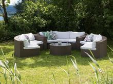 Meble ogrodowe jasnobrązowe rattanowe - półokrągła sofa + stół - SEVERO