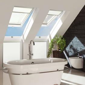 Fakro okno dachowe drewniane białe uchylno - obrotowe FPU-V U3 preSelect z nawiewnikiem 78x98