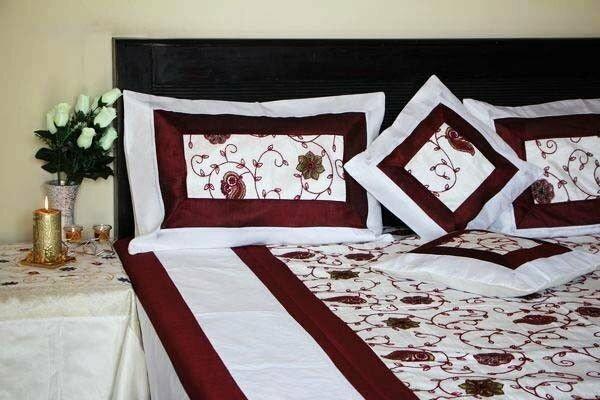 Biała Narzuta na łóżko 220x260 i 4 Poszewki na poduszki Komplet do Sypialni H