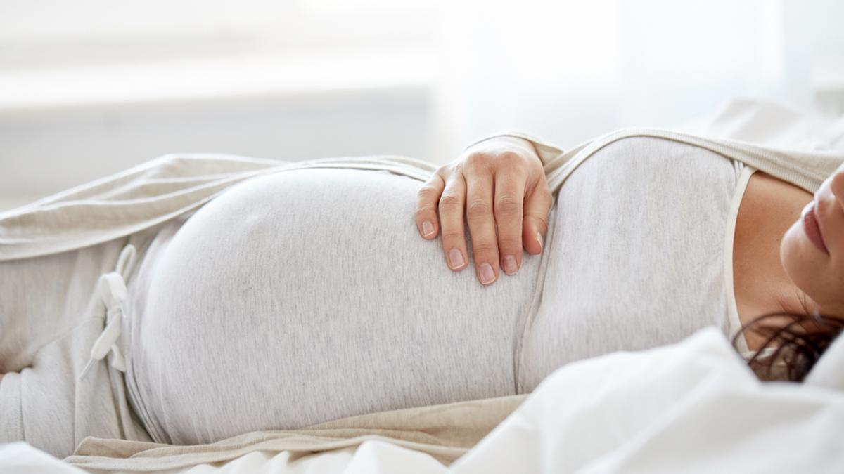 Ciążowe dolegliwości. Proponujemy rozwiązania, które poprawią komfort snu przyszłej mamy