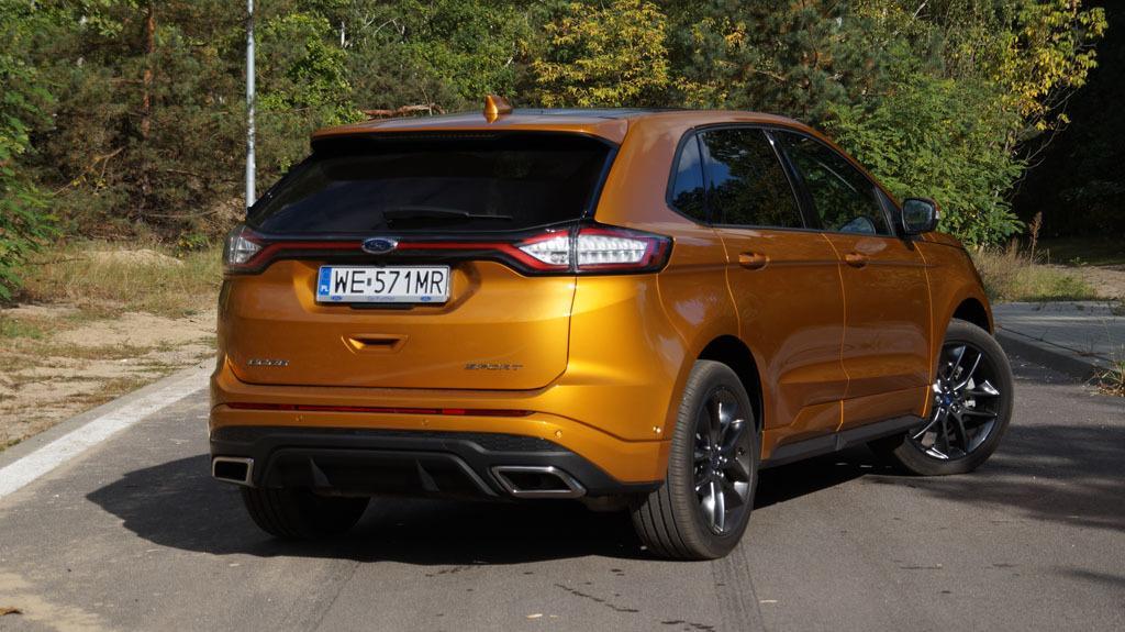 Ford Edge wygląda masywnie, ale nie ociężale