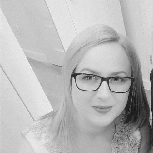 Milena2 Kobieta Chojnice - Uśmiech to taka krzywa, która wszystko..