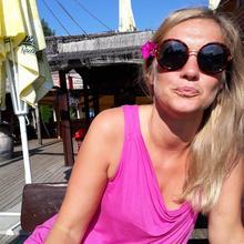 Syrenka1 kobieta Puławy -  wiatr we włosach na rowerze...