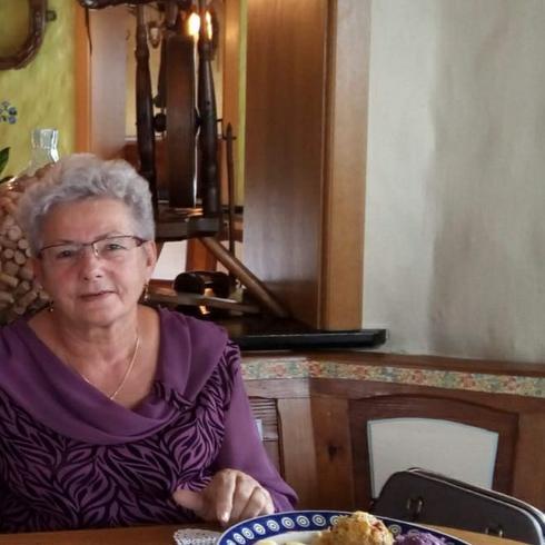 lunch serwisy randkowe spotyka się z 57-letnią kobietą
