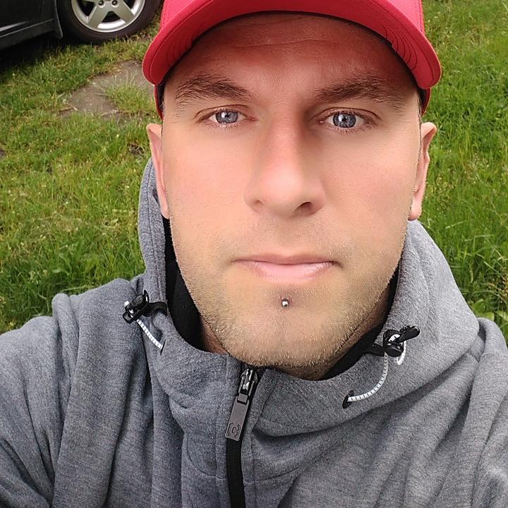 JackStrong76 Mężczyzna Brzeg Dolny - Wolę przeżywać niż posiadać