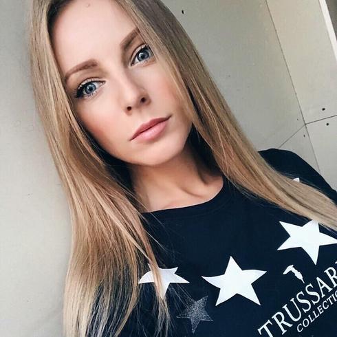Dziesitki wysokich kobiet w Bolszewie na randk karpetkingdc.com