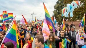 pokojowe i pełne miłości marsze KOD-u