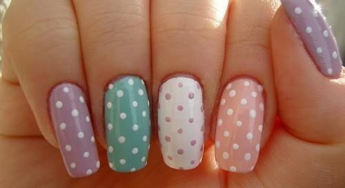 paznokcie-kolorowe-kropki.jpg
