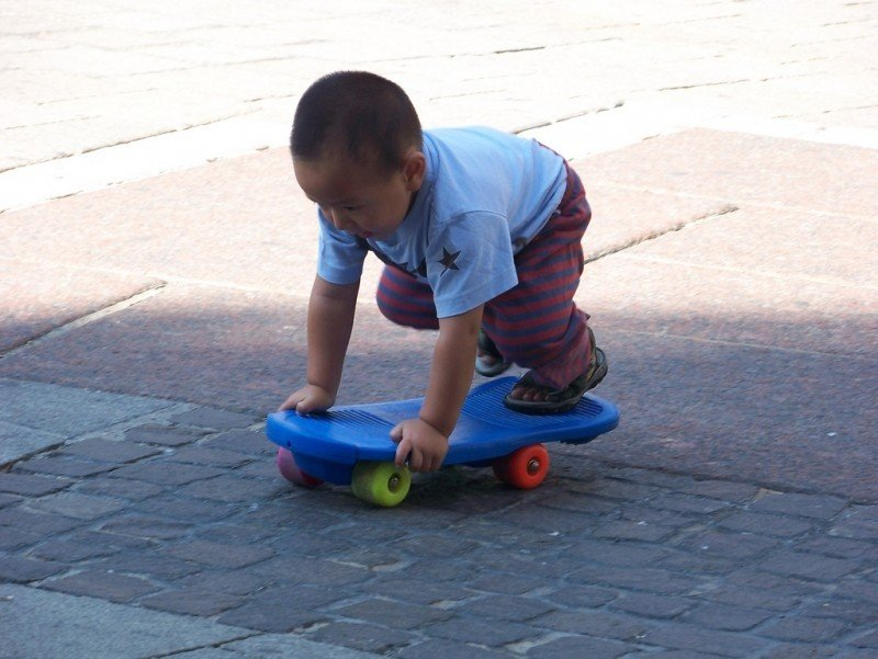 child-playing-at-wien-st-stephens-square.jpg