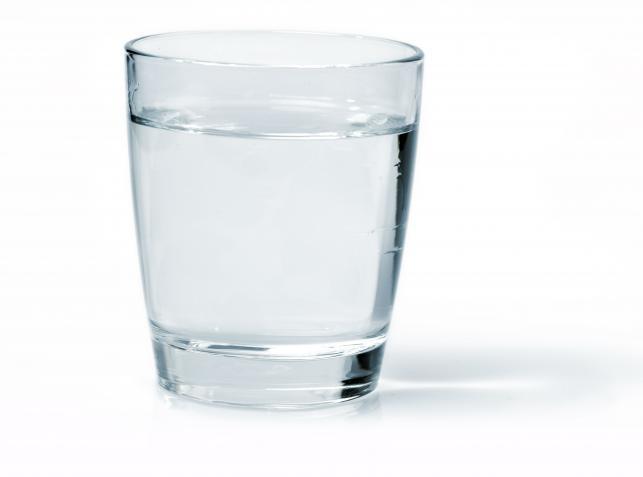 4236086-szklanka-wody-643-477.jpg