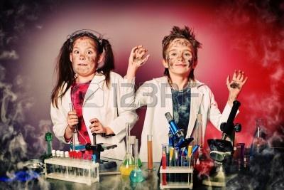 13442540-dwoje-dzieci-uatrakcyjnienia-nauki-eksperymenty-edukacja.jpg