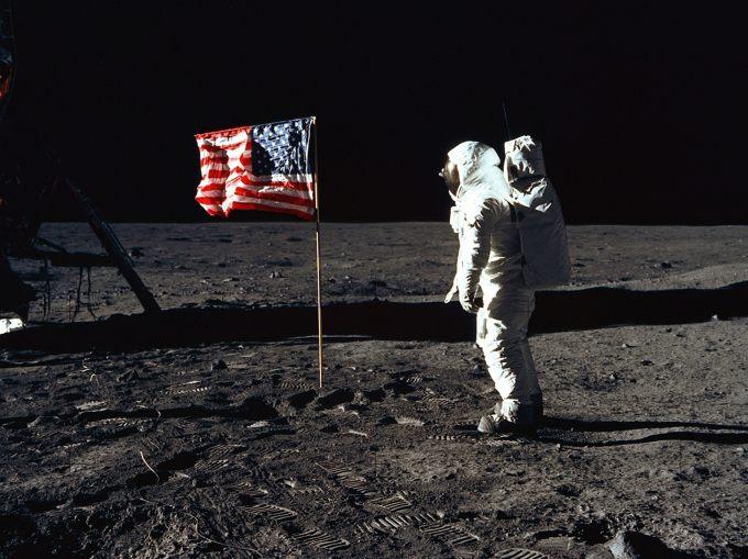 Fałszywe lądowanie na Księżycu.
