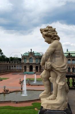 5519765-zdj-cie-pomnik-w-pi-knym-dziedzi-cu-pa-acu-zwinger-drezno-niemcy.jpg